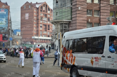 Stage of the Olympic torch relay Sochi 2014 in Irkutsk_15